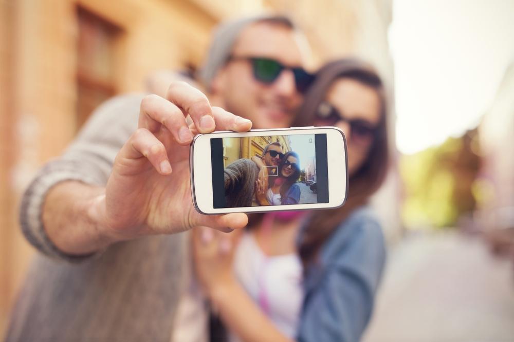 casal foto selfie viagem romance